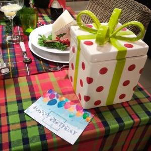 Как упаковать подарок? Методы упаковки подарка.